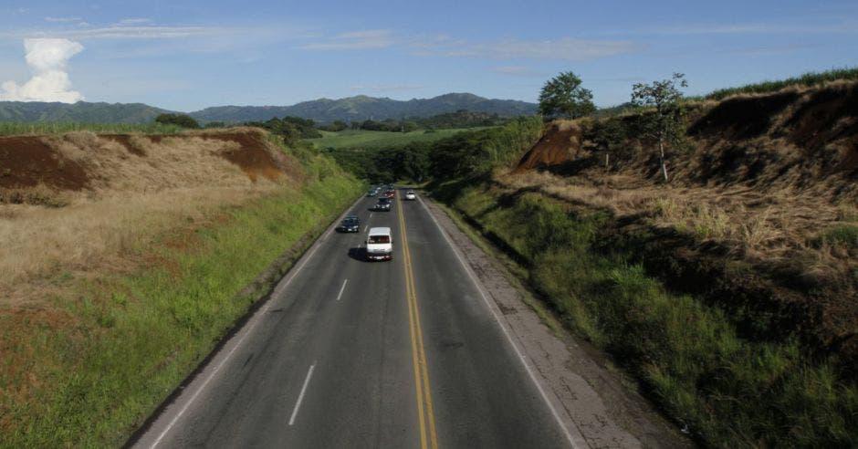 La carretera luce desierta en San Ramón.