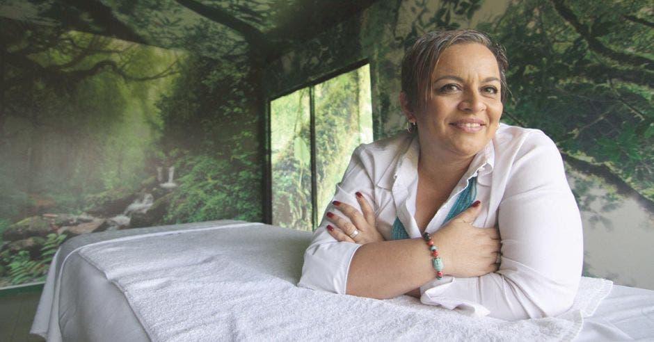 Microempresaria promueve el bienestar y el retiro en Coronado