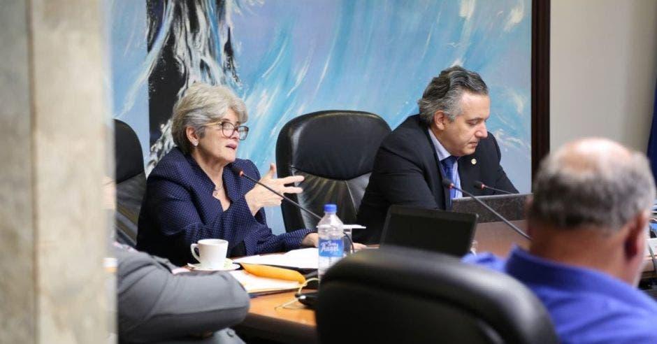 Rocío Aguilar, ministra de Hacienda ante la Junta Directiva de la Caja de Seguro Social