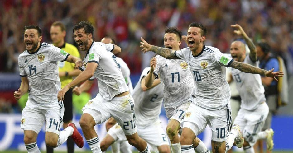 Rusos celebran el pase a los cuartos de final del Mundial