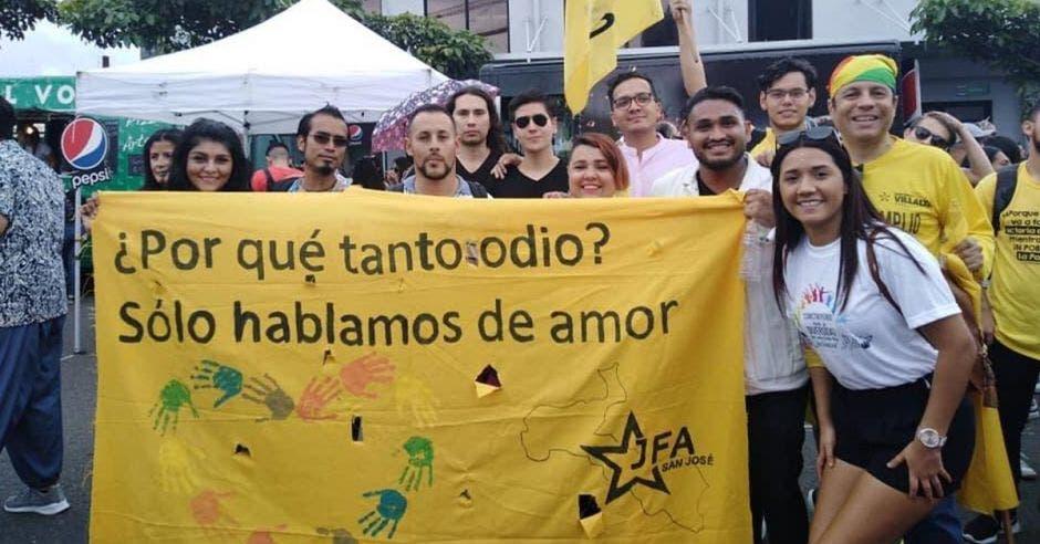 Frente Amplio niega respaldo a la pedofilia