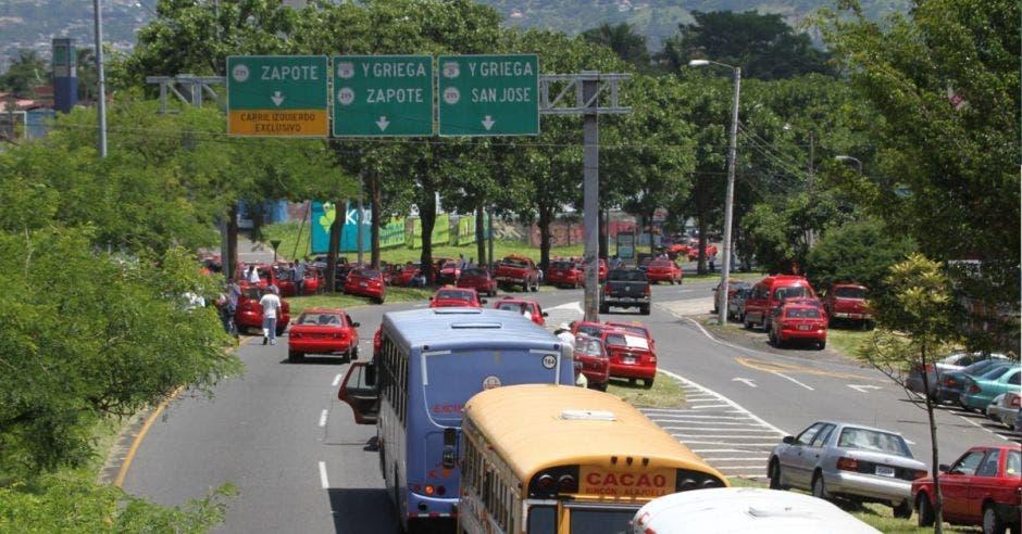 Empresarios rechazan medida de taxistas de impedir el libre tránsito
