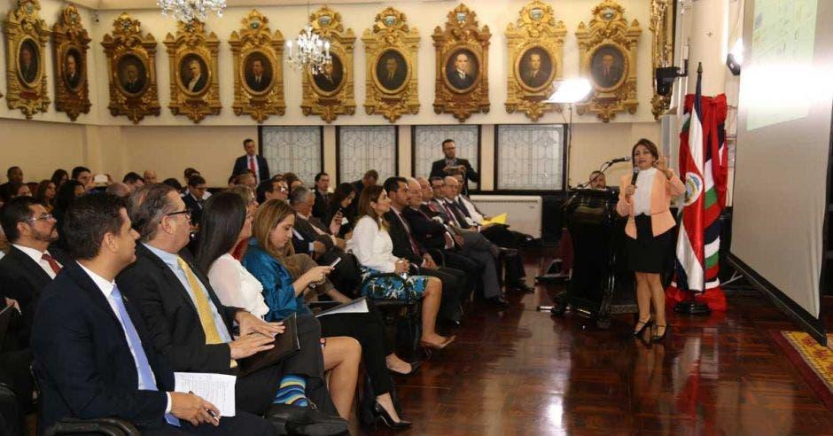 Ministerio de Economía apoya reducción de trámites