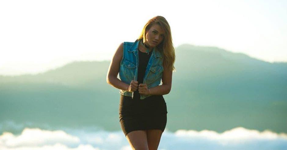 Cantante puntarenense Mar Villareal se consolida en Spotify