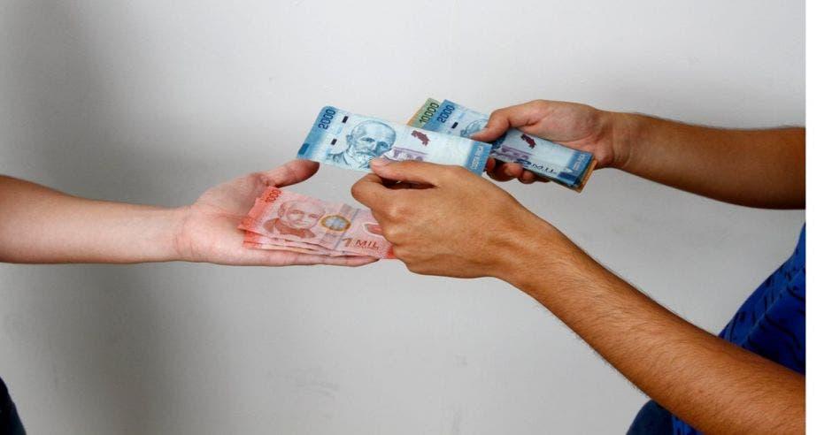 Panorama económico provocaría austeridad en los ticos el resto del año