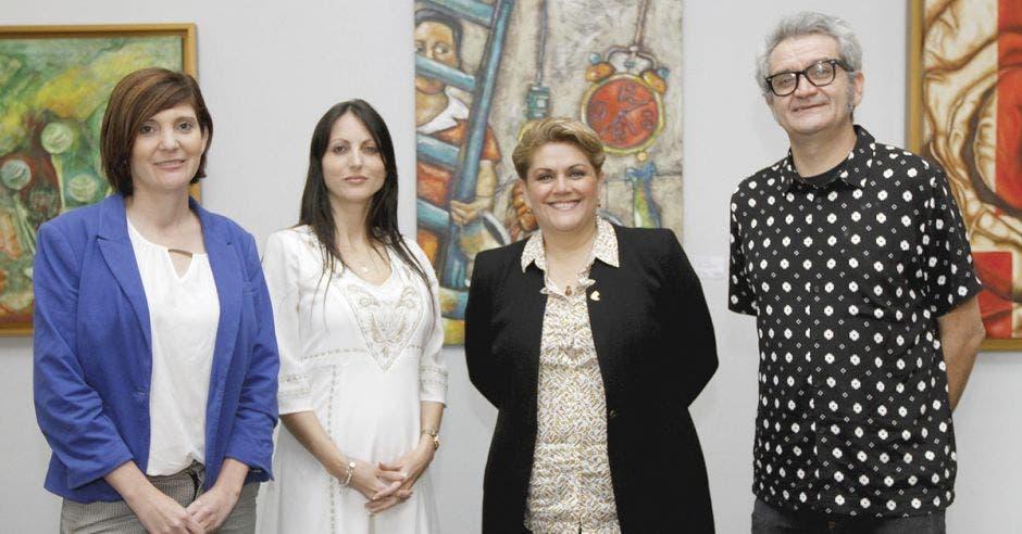 Tomás de Camino Beck y Carolina Taborda, representantes de la Fundación Costa Rica para la Innovación, y Yolanda Fernández y Karol Fallas, miembros de la Cámara de Comercio, presentaron el Centro de Innovación para pymes.