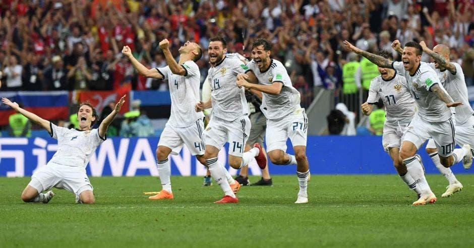 Rusos celebraron la tanda de penales ante España con la que clasificaron a cuartos de final