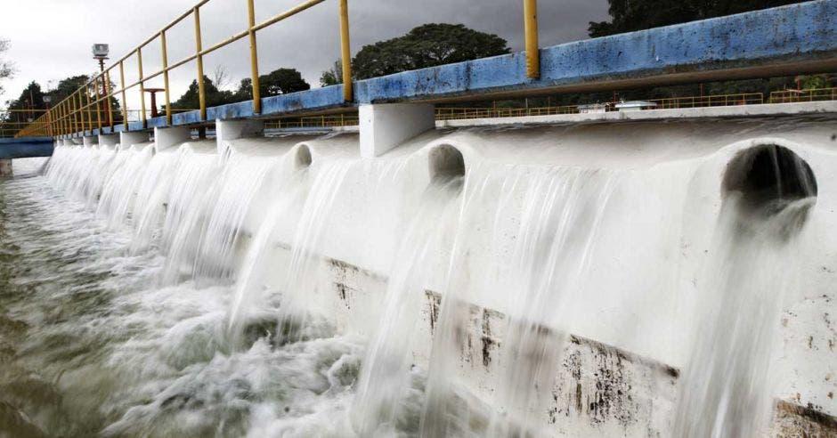 Suspensión de agua en cinco distritos de San José dejará 150 mil afectados