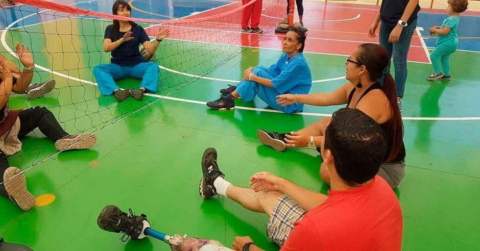 Juego adaptado de voleibol