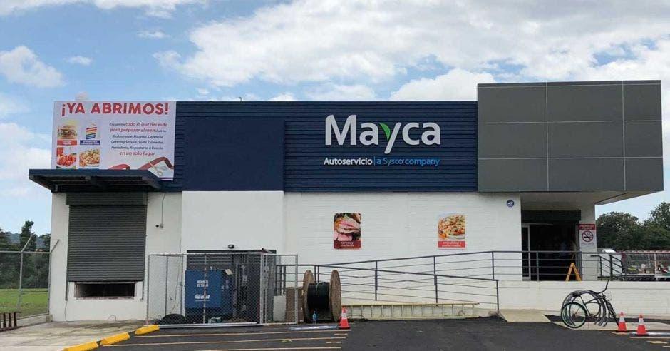 Mayca abrió en Jacó su primer local con paneles solares