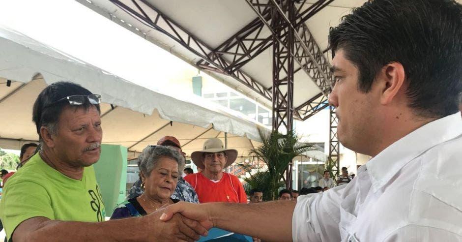 Carlos Alvarado pone a operar ferry Costa Rica-El Salvador