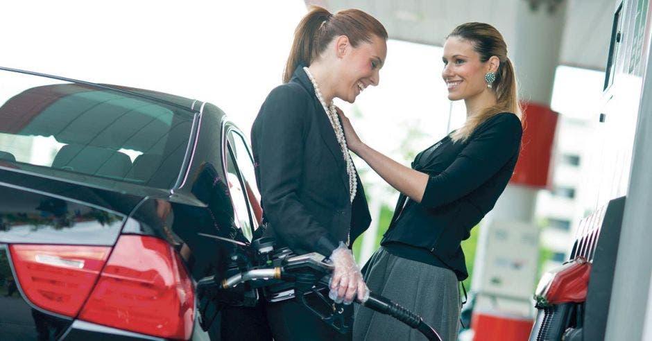 La Machaca: ¡Como sube el petróleo, la Importadora de Gasolina nos subirá más el precio!