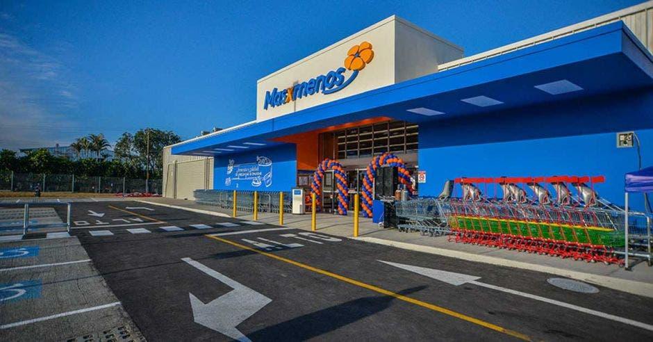 fachada de un supermercado Walmart