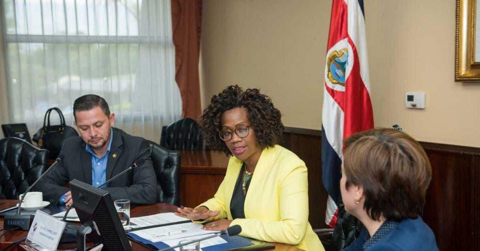 Comisión en Casa Presidencial fomentará participación de las mujeres en ciencia y tecnología