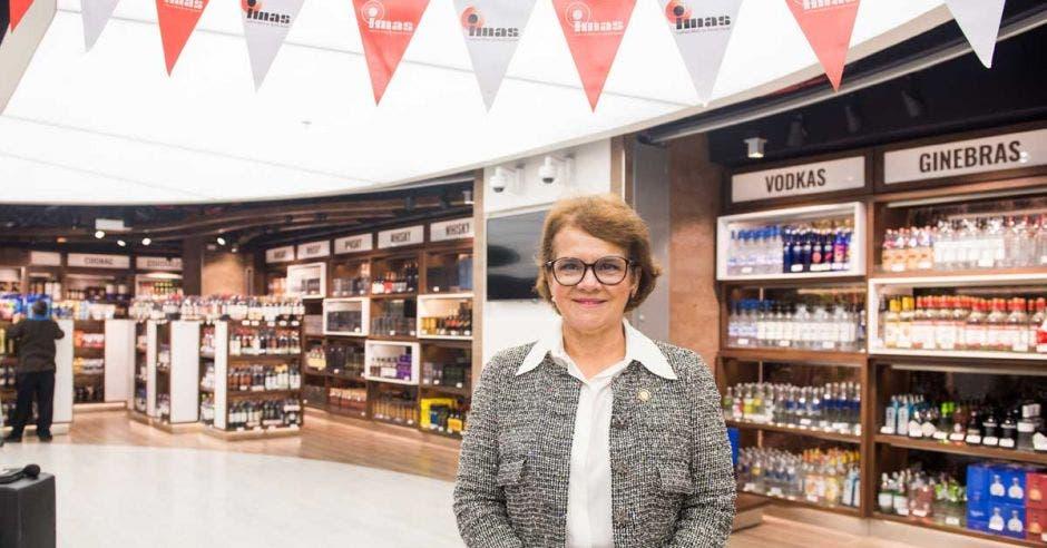 IMAS amplió y renovó su tienda en el Juan Santamaría