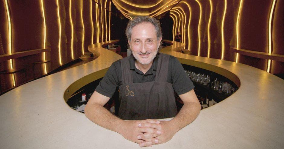 Josep Pérez socio del resturante Bo especializado en salchichas