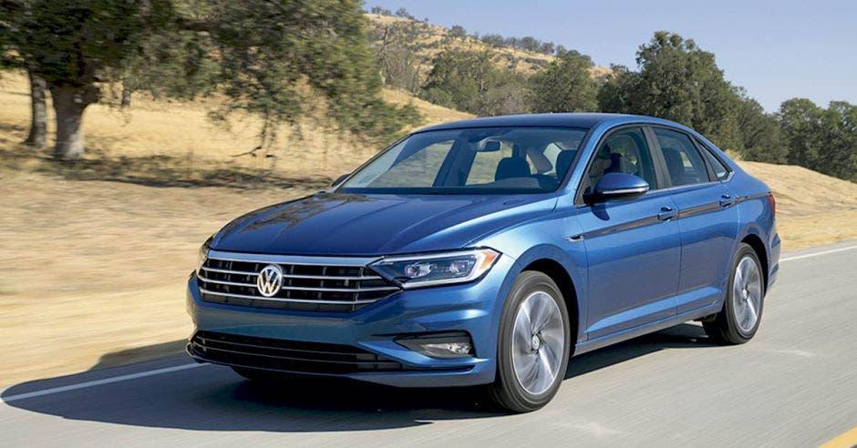 Volkswagen Jetta evolucionó, más musculoso y deportivo