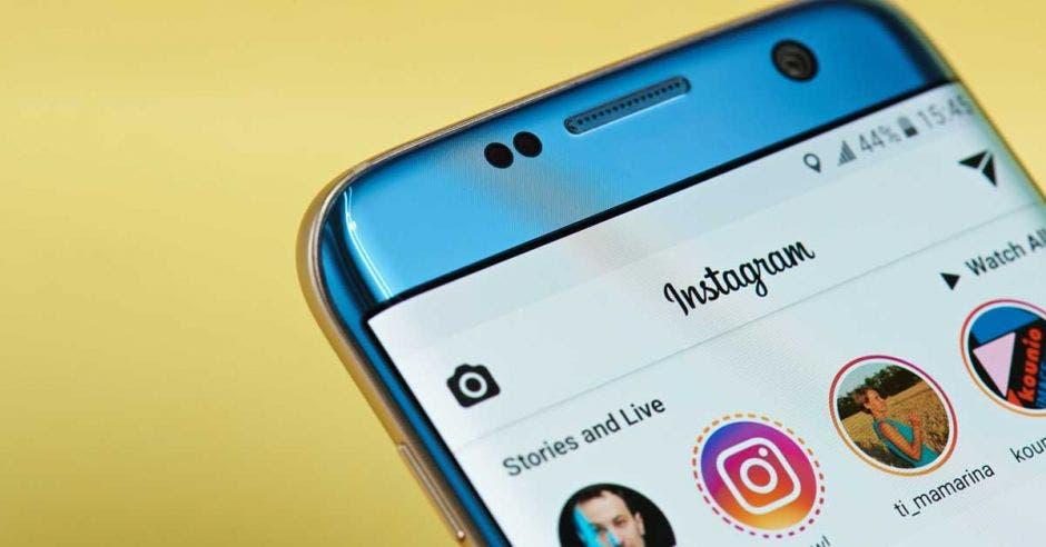 Despliegue de la interfaz de Instagram en un celular