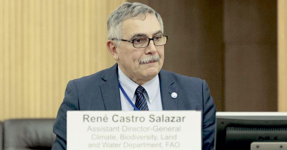 René Castro en una ponencia con la FAO