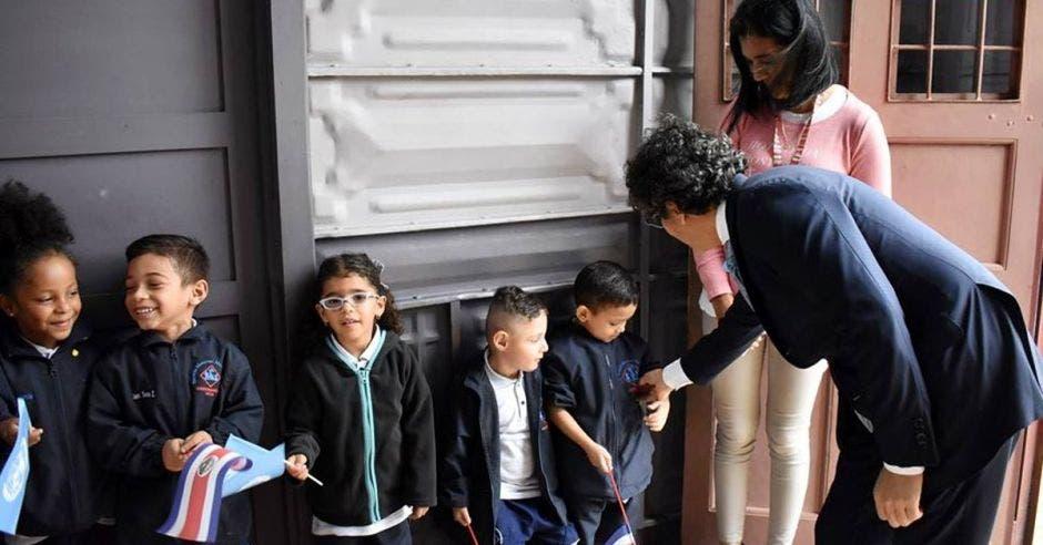 Édgar Mora, ministro de Educación en visita a escuela Buenaventura Corrales.