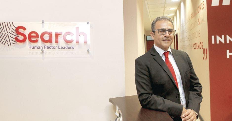 Francisco Villalta, de Search, posa en las instalaciones de la empresa