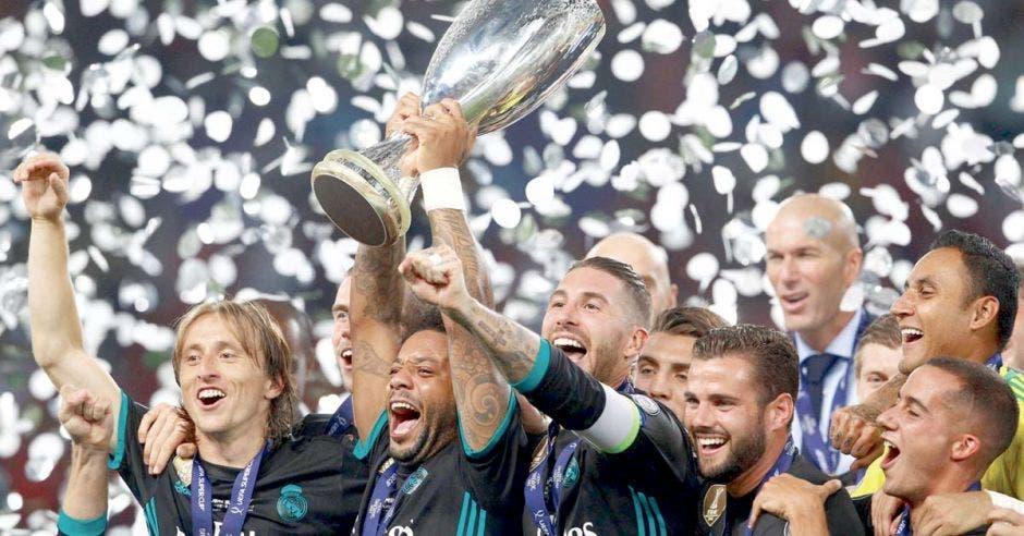 El Real Madrid busca su quinto título de Supercopa.