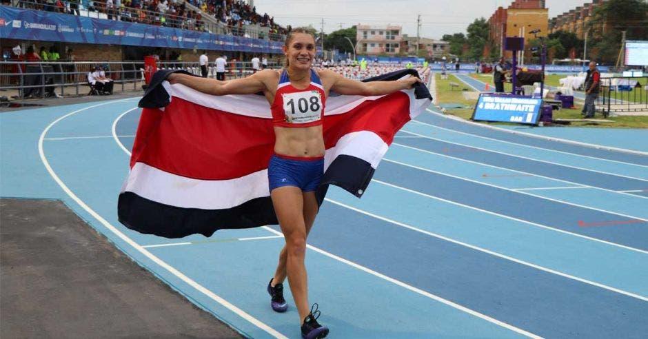 Andrea Vargas le dio la medalla de oro a Costa Rica en los 100 metros vallas y estableció una nueva marca nacional y Centroamericanos con 12:90.