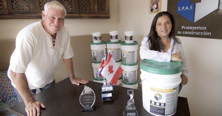 Emprendedora creó SPAS: revestimiento ecológico y membrana a prueba de agua