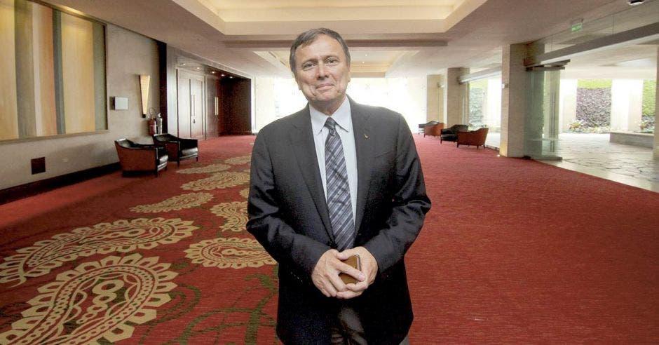 Franklin Chang en el lobby del Hotel Real Intercontinental