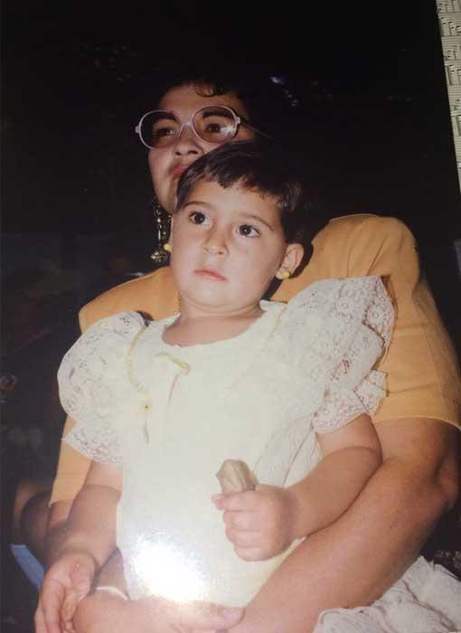 Amelia Valverde junto a su madre