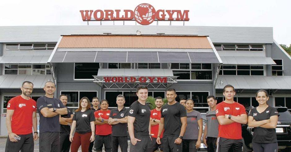 Andy Rodríguez, coordinador fitness de Gold's Gym y World Gym (centro).