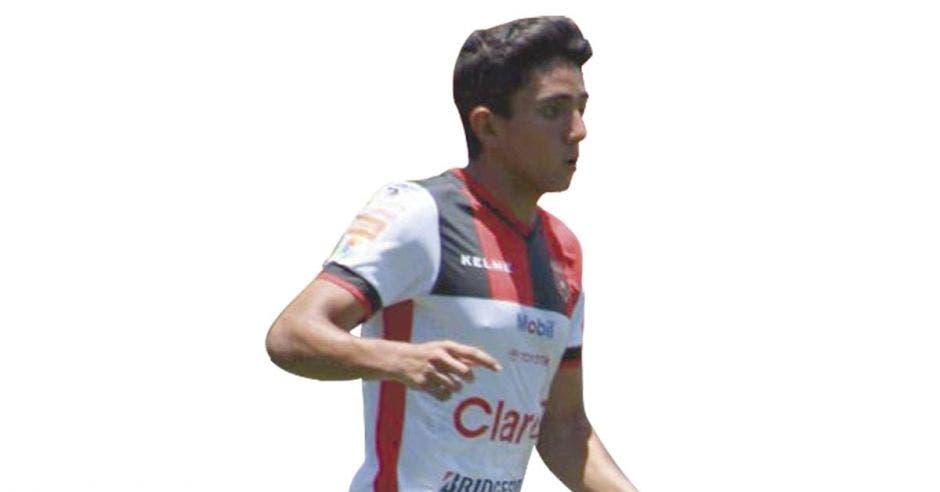 Barlon Sequeira, talentoso futbolista, debe aprender a centrar.