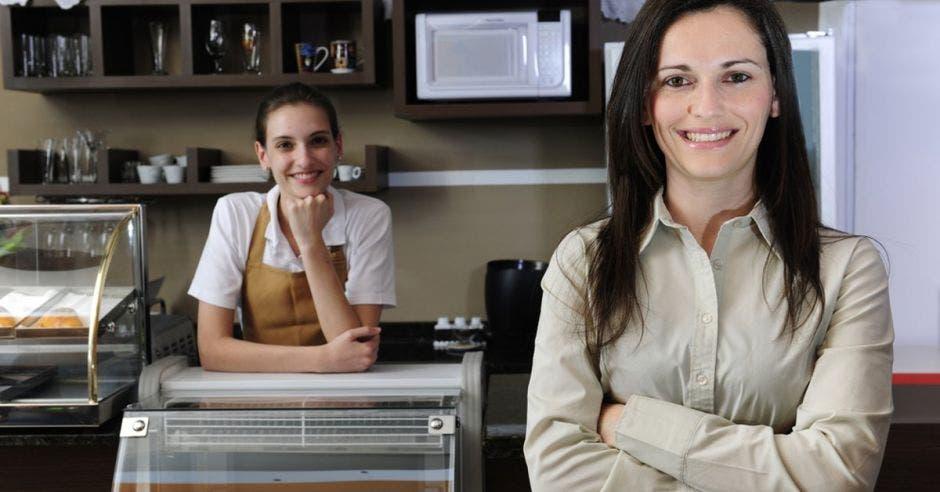 mujeres en una cafetería
