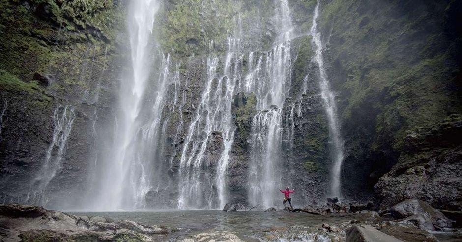 """Turrialba esconde en sus bosques una de las más peculiares cataratas nombrada """"El Tótem"""" por el tico Javier Elizondo."""