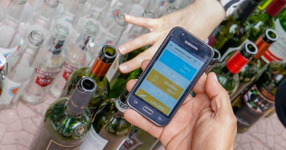 Página web de ecolones desplegada en la pantalla de un celular
