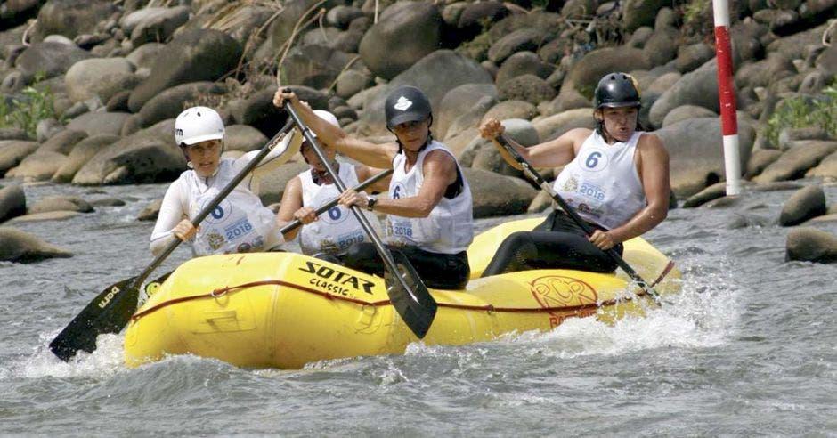 Madres, empresarias y estudiantes representarán a Costa Rica en Mundial de Rafting