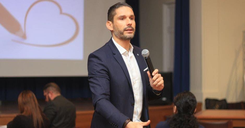 Emilio Torres,  embajador español ante el Parlamento Mundial de Educación (PAME)