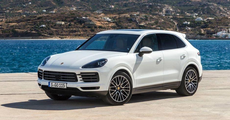 Nuevo Porsche Cayenne incorpora elementos del deportivo 911 en SUV premium