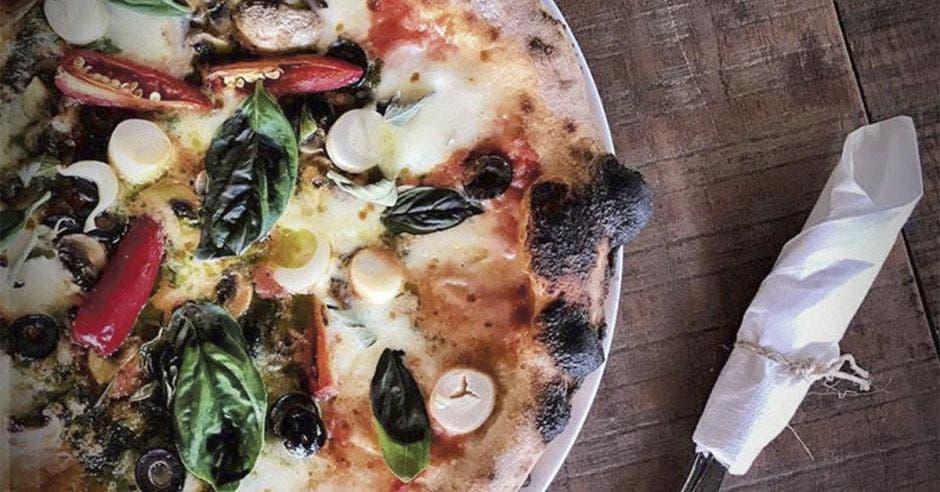 Pizzabar celebra aniversario con tapas y cocteles a $1