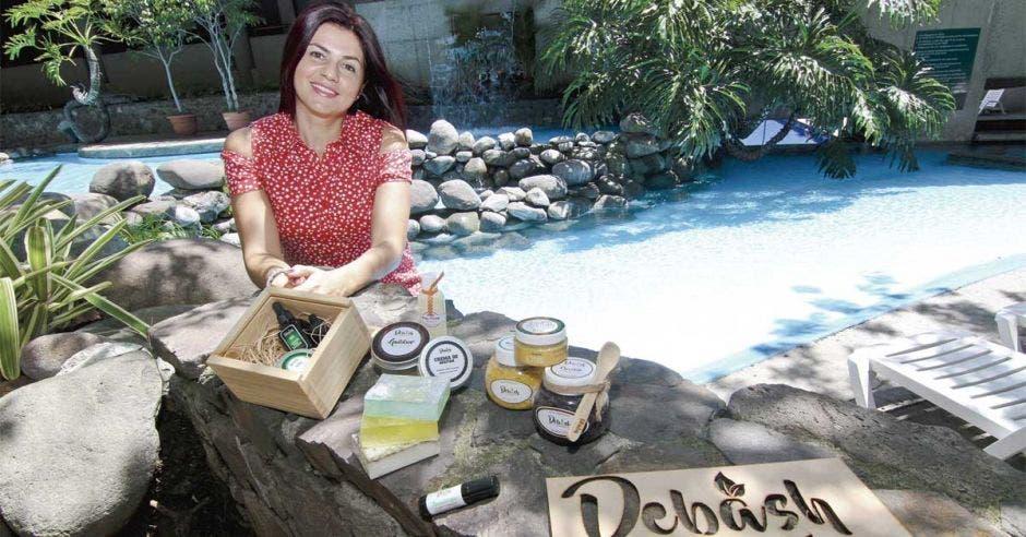 Debásh produce cosméticos naturales personalizados