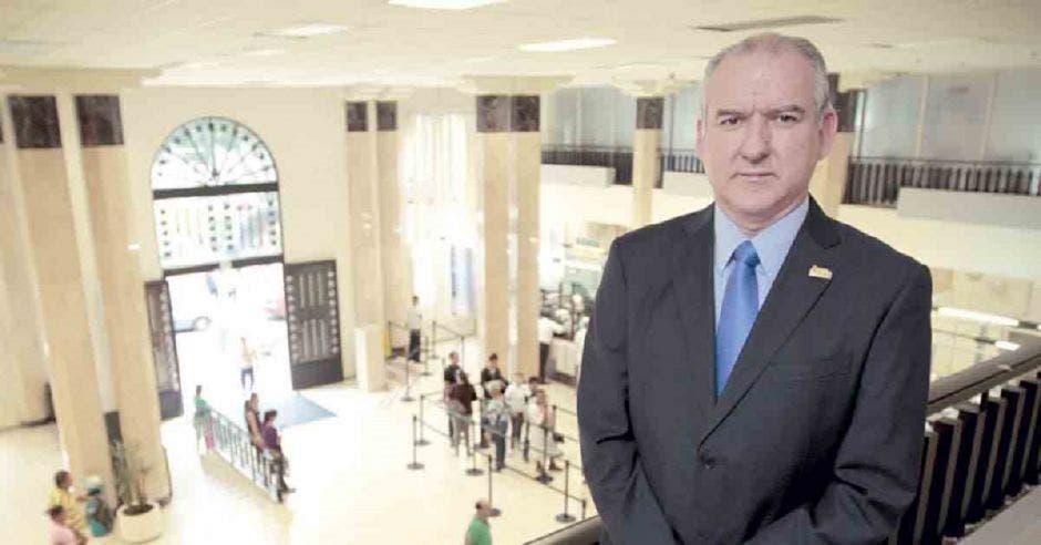 Gerente del Banco Nacional se acogió a jubilación