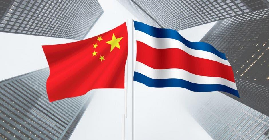 Las banderas de China y Costa Rica juntas