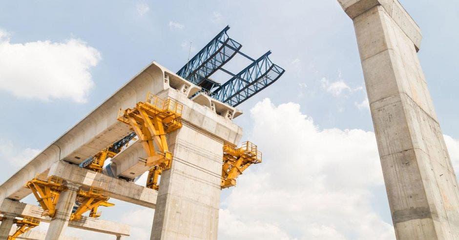 Un puente en construccción