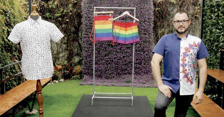 Diseñador nacional llega al público LGBT con sus creaciones