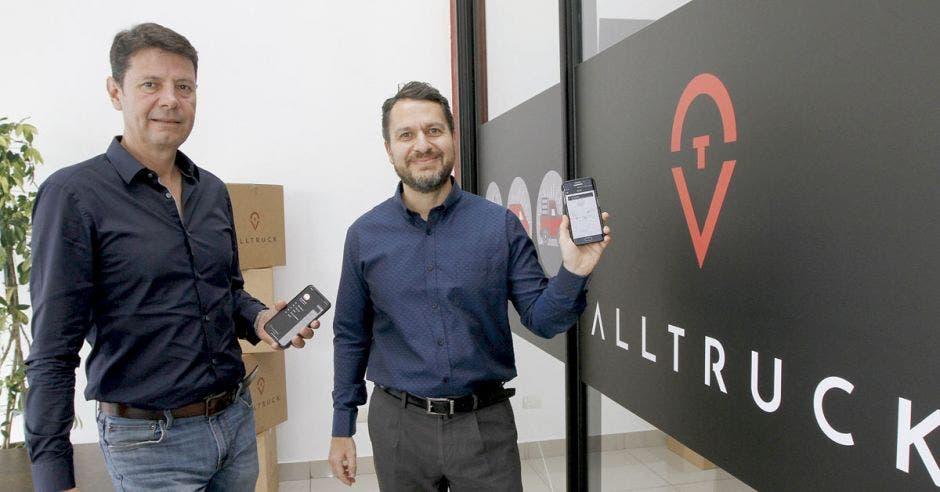 Empresario crea app de mensajería para conectar usuarios y transportistas