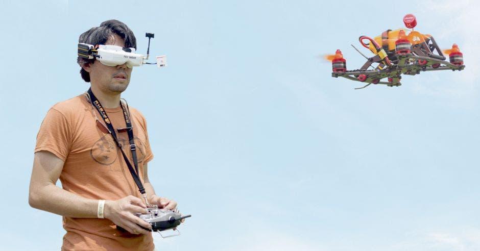 La asistencia es libre y gratuita a todo el público que desee correr drones.