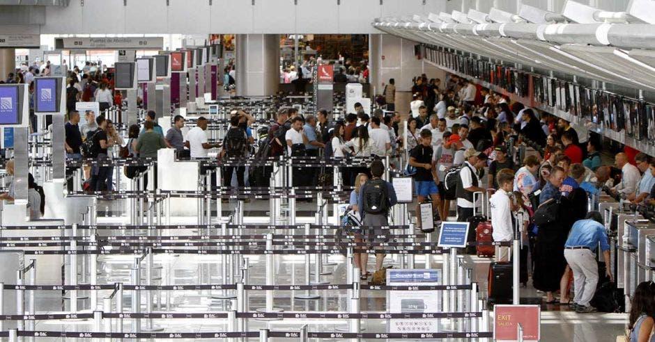 counters del aeropuerto Juan Santamaría
