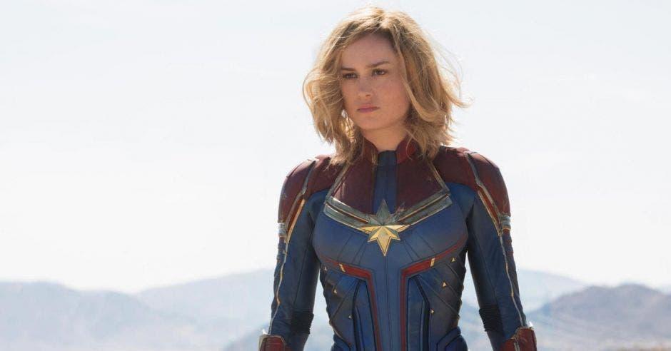 La Capitana Marvel con su atuendo de heroína