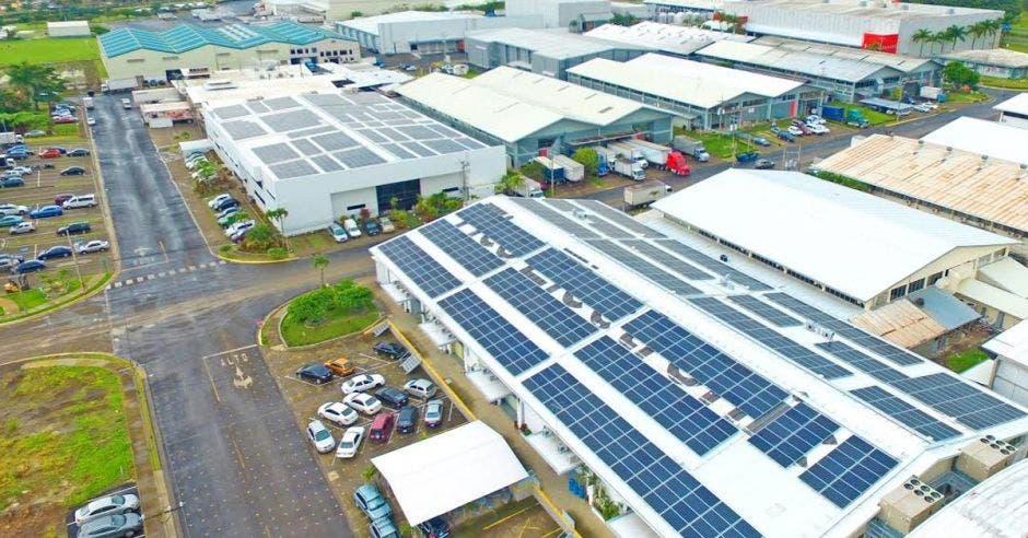 1.576 paneles solares de Enertiva dan energía a Tico Electronics