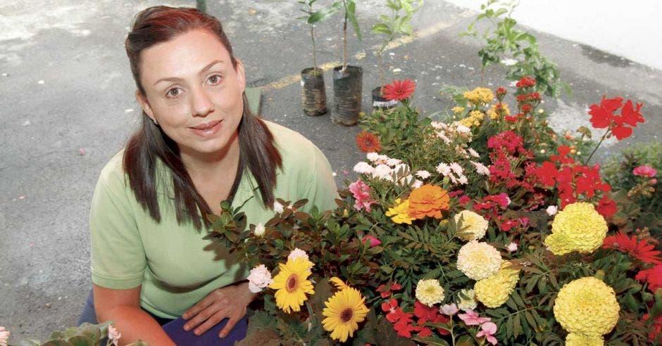 Pareja pasó de donar plantas a crear su propio vivero
